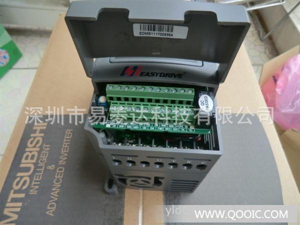产品特点: 、 先进的矢量控制算法,可实现SVC矢量控制和V/F控制两种方法; 、 0.75KW~18.5KW各规格标准内置制动单元,若需快速停车,可直接连接制动电阻;160KW以上的各规格标准配置直流电抗器,能提高输出侧功率因数,提高整机效率及稳定性,有效消除输入侧的高次谐波对变频器的影响,减少对外围的干扰; 、内置自动转矩补偿功能;内置转差补偿功能高效运行;内置PID调节器;内置RS-485通讯接口,完全支持MODBUS通讯协议; 、转矩追踪再起动功能,实现对旋转中的电机的无冲击平滑启动; 、